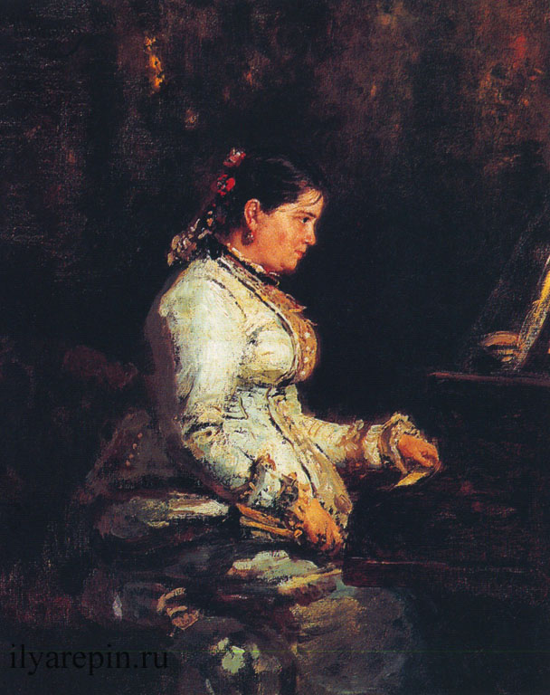 У рояля.