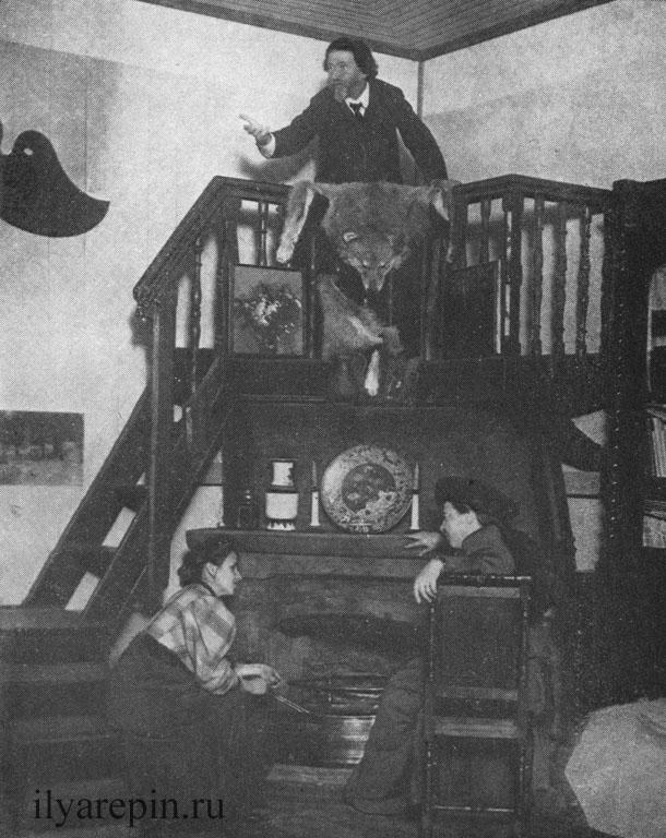 Репин на трибуне в столовой. Фотография 1912 г.