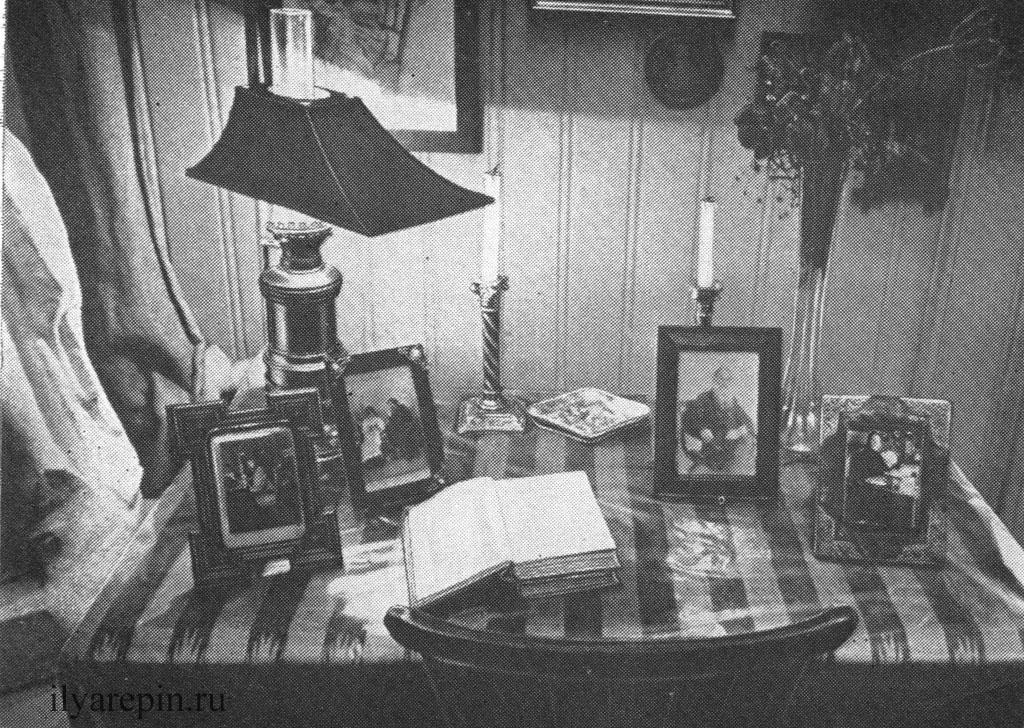 Гостиная. Рабочий стол Н. В. Нордман. Фотография 1975 г