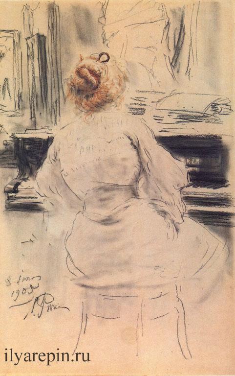 За роялем.