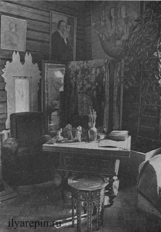 Мастерская И. Е. Репина. Скульптурные эскизы фигур запорожцев. Фотография 1975 г.
